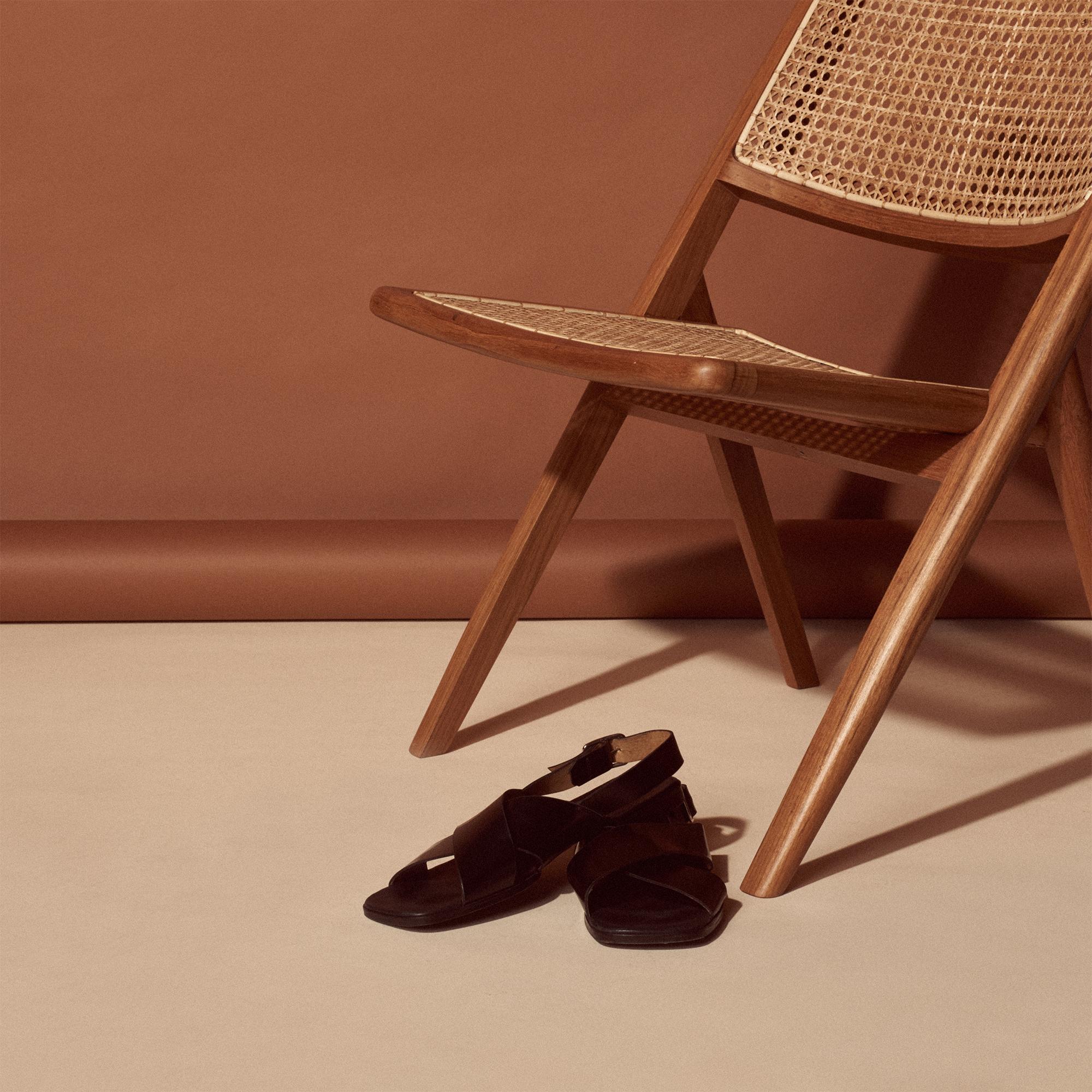 Sandali minimalisti in pelle : Sandro x Mr Porter colore Nero