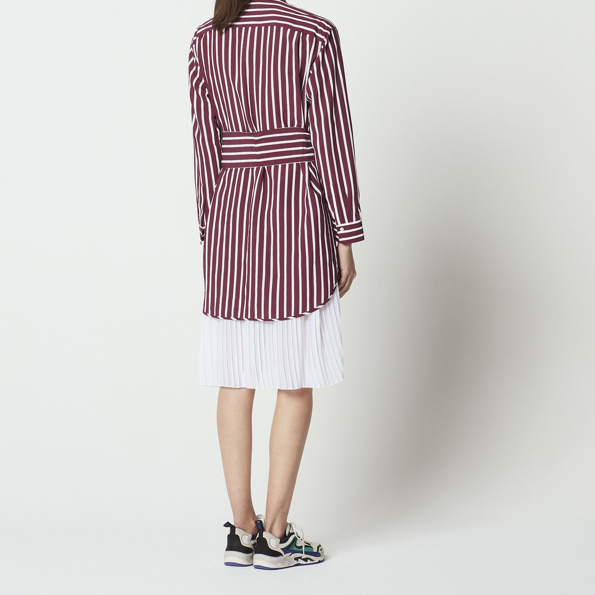 Abito a camicia plissettato a righe : Abiti colore Bordeaux