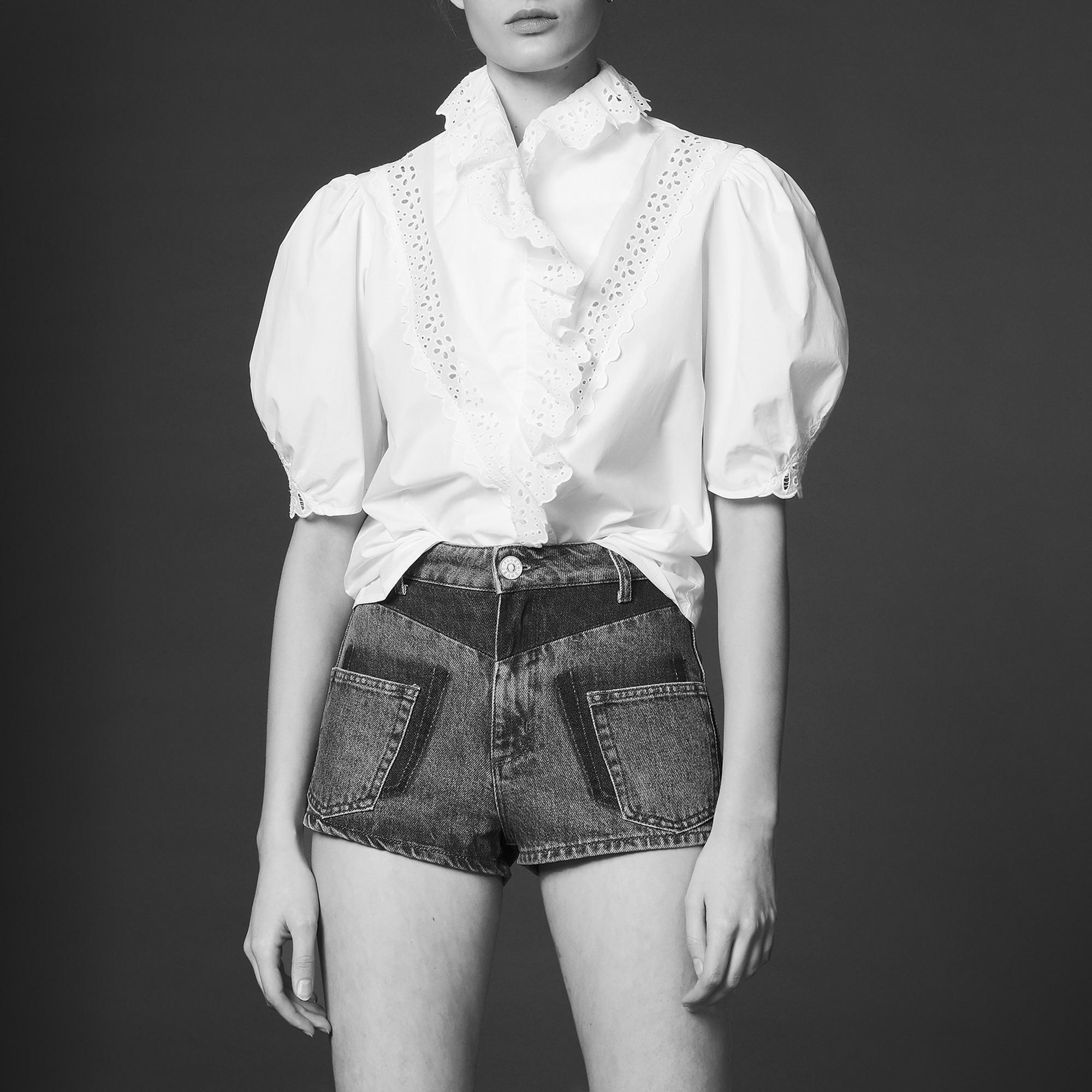 Camicia con inserto in pizzo e volant : Top & Camicie colore Bianco