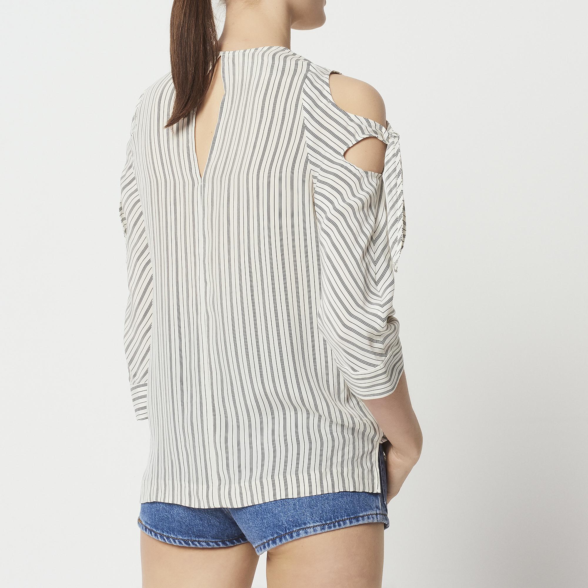 Top a righe con spalle scoperte : Top & Camicie colore Ecru