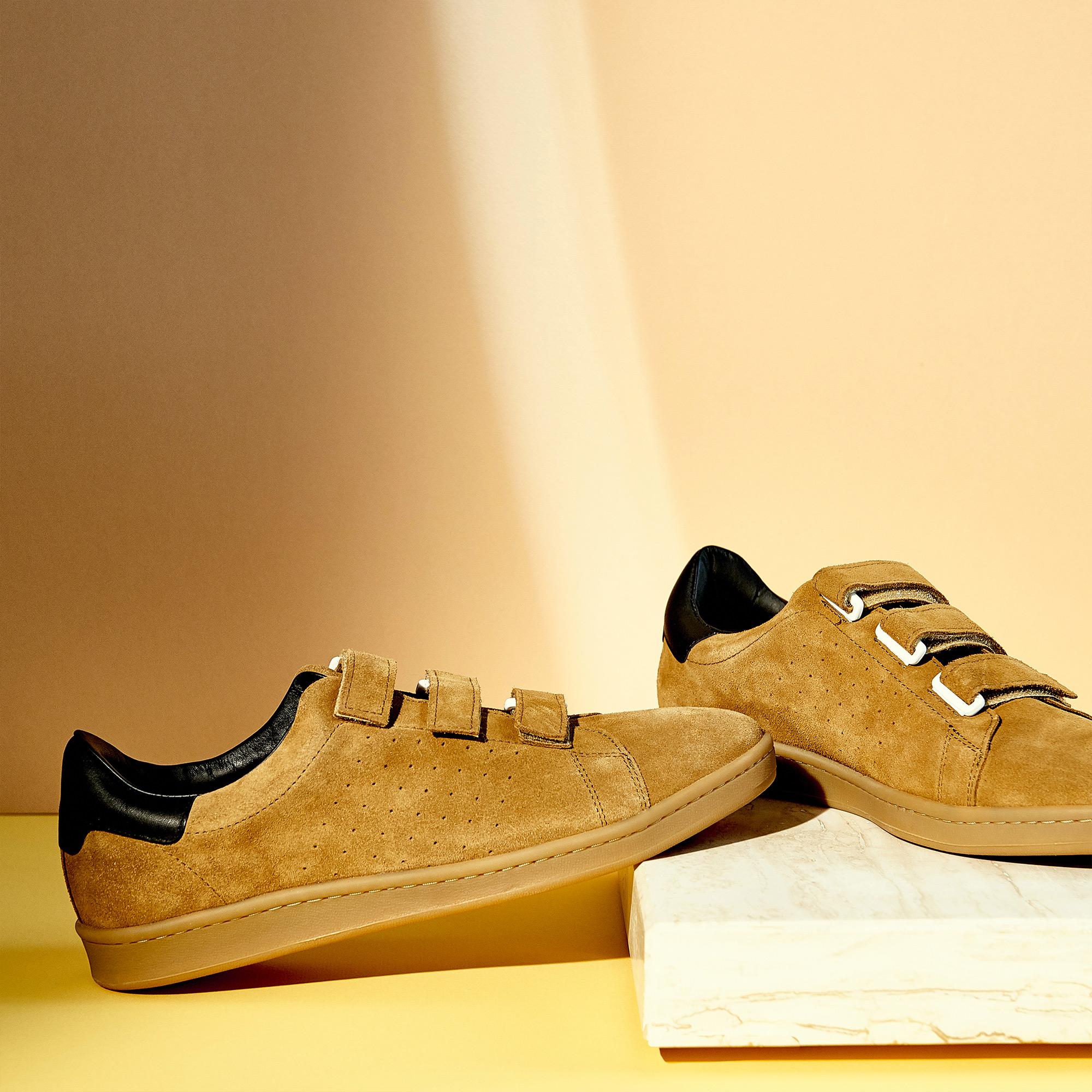 Sneaker in pelle scamosciata con velcro : Scarpe colore Cammello