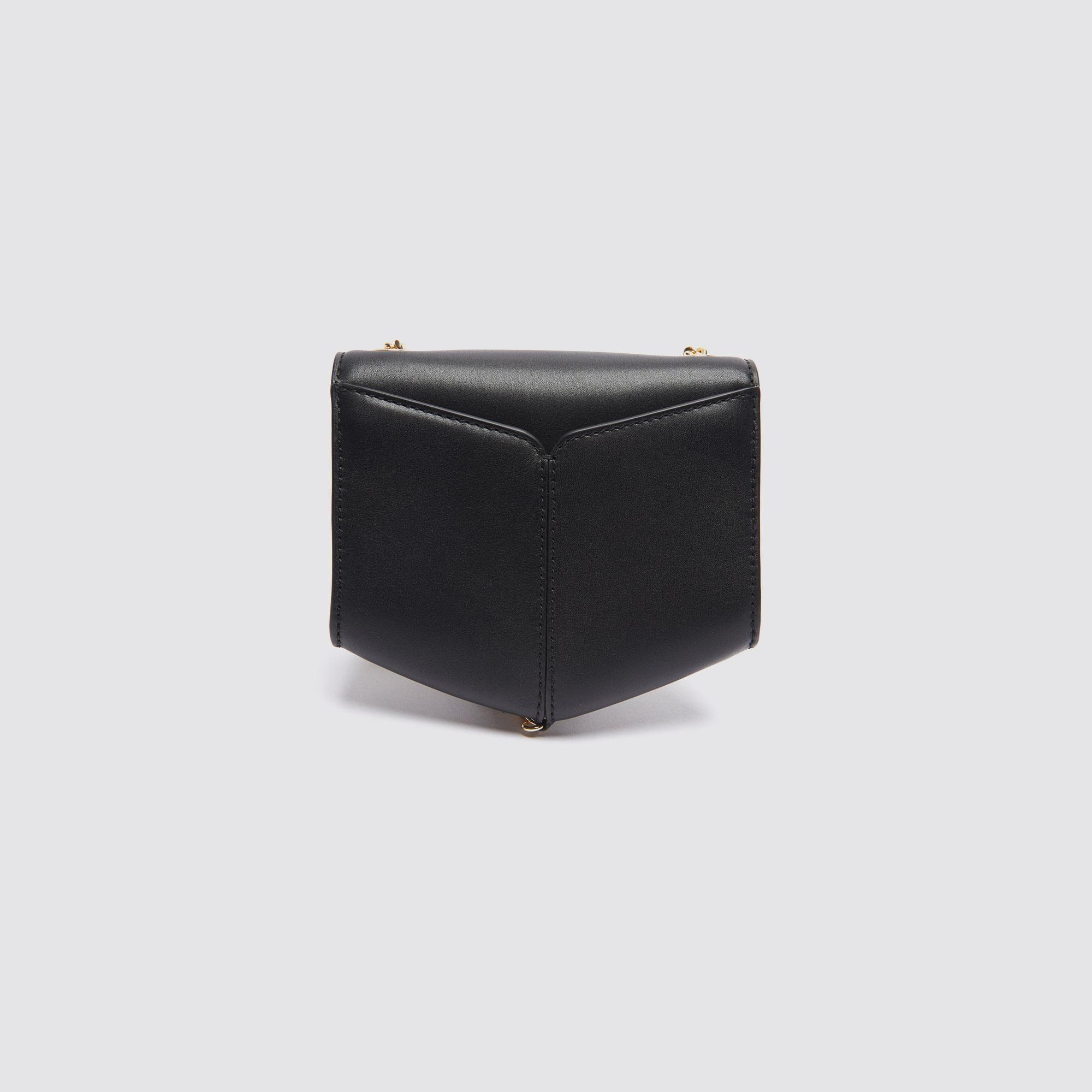 Borsa Lou piccola con pompon dorato : Collezione Estiva colore Nero